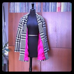 houndstooth coat with gorgeous pink lining!